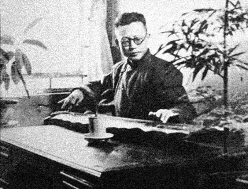 Гуань Пинху — всемирноизвестный мастер игры на цитре гуцинь школы гуцинь Цзюи