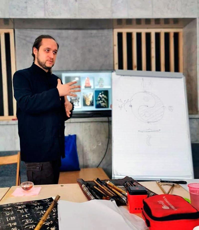 Андрей Щербаков приглашает на занятия китайской каллиграфией