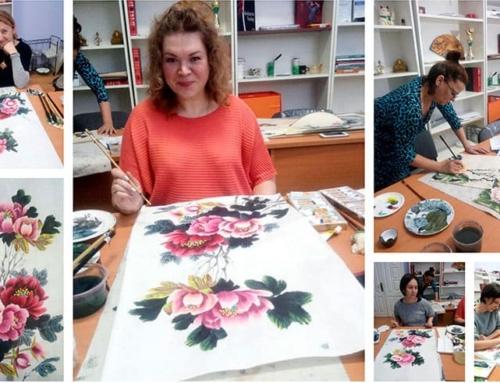 В группе Анны Павленко завершили рисовать роскошную композицию с пионами